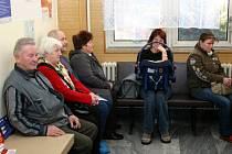 Ilustrační foto: ČEKÁRNY PRAKTICKÝCH lékařů se plní lidmi, kteří si přišli pro větší množství léků na předpis.