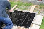 Pamětní desky z kaple sv. Anny jsou zachovalé. Pracovníci pouze ometli pavučili a umyli desítky let starý prach.