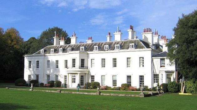 Školáci z Dolního Bousova se na konci října vrátili z týdenního pobytu v Anglii. Na snímku rezidence, kde bydleli.