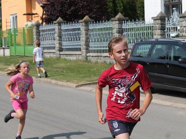"""Stovky lidí vyrazily ve čtvrtek 24. května na čtvrtý ročník Čachovického """"maratonu""""."""