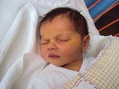 ZUZANKA Huková se narodila 7. února ve 20.11 hodin, vážila 3,41 kg a měřila 51 cm. Doma bude v Jizerním Vtelně.