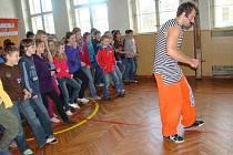 Tancuj a nedrob! - to je tip pro školáky a studenty, jak smysluplně trávit volný čas.