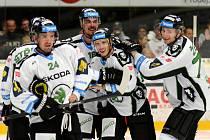 RADOST boleslavských hokejistů po vítězném gólu Tomáše Urbana do sítě Pardubic neznala mezí.