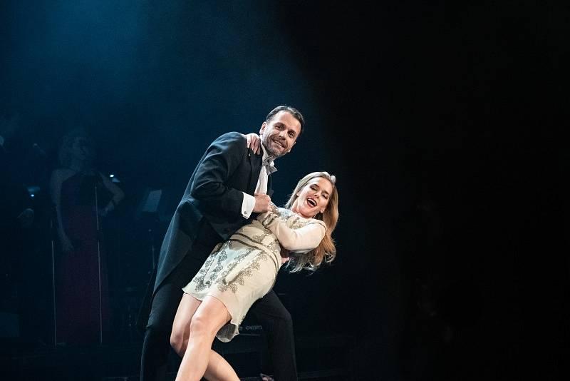 Pátek v Městském divadle Mladá Boleslav opět patřil tanci! Uskutečnil se zde již třetí ročník jedinečného slavnostního večera s názvem Roztančené divadlo III. aneb když herci tančí.