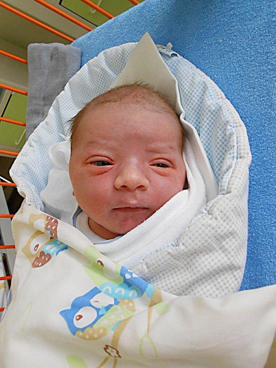 Jonáš Keltyčka se narodil 2. května, vážil 3,85 kg a měřil 50 cm. S maminkou Kateřinou a tatínkem Lukášem bude bydlet v Mladé Boleslavi.
