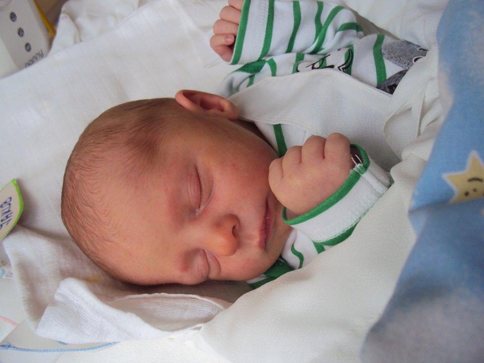 JAKUB Mestek se narodil 27. května mamince Kristýně a tatínkovi Tomášovi z Benátek nad Jizerou. Vážil 2,83 kilogramů a měřil 47 centimetrů.