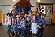Šerifové. Kovbojové a pistolníci. To bylo hlavní téma karnevalového country bálu, který před nedávnem uspořádala základní škola Na Celně.
