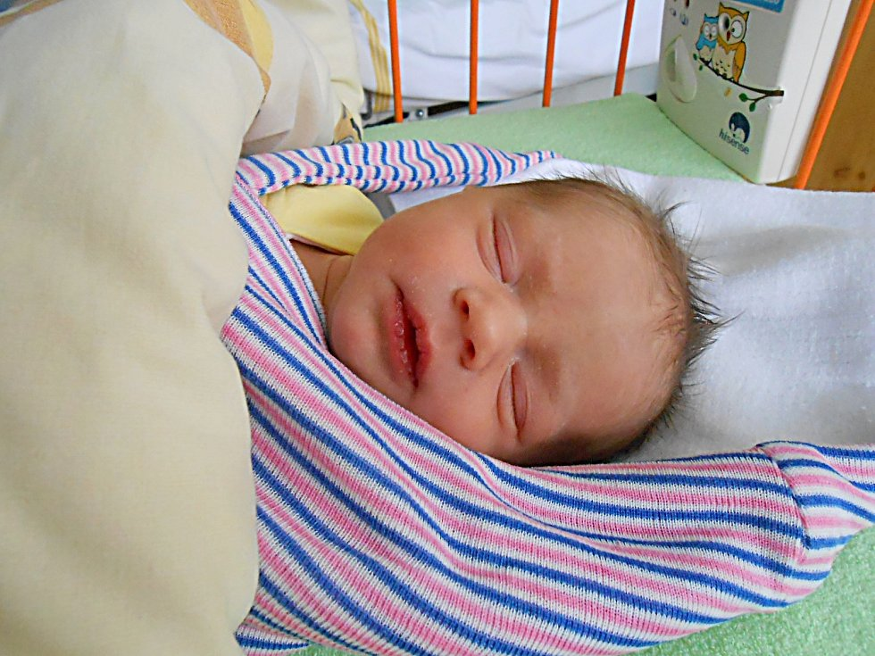 Magdaléna Nýdrlová přišla na svět 21. listopadu s mírami 2,46 kg a 46 cm. S maminkou Michaelou a tatínkem Lukášem bude bydlet v Mladé Boleslavi.