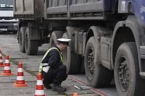 Celodenní akce na kontrolu kamionů s řepou - Dobrovice 2012