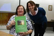 Paní Nyklové je dnes 82 let a do tisku míří její nová kniha.