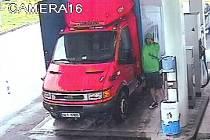 Pátrání - vloupání do nákladního auta