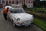 Výstava automobilů Škoda MB 1000 na zámku v Mnichově Hradišti.
