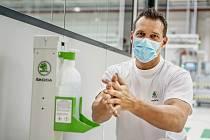 Škoda Auto znovu zavádí opatření proti koronaviru.