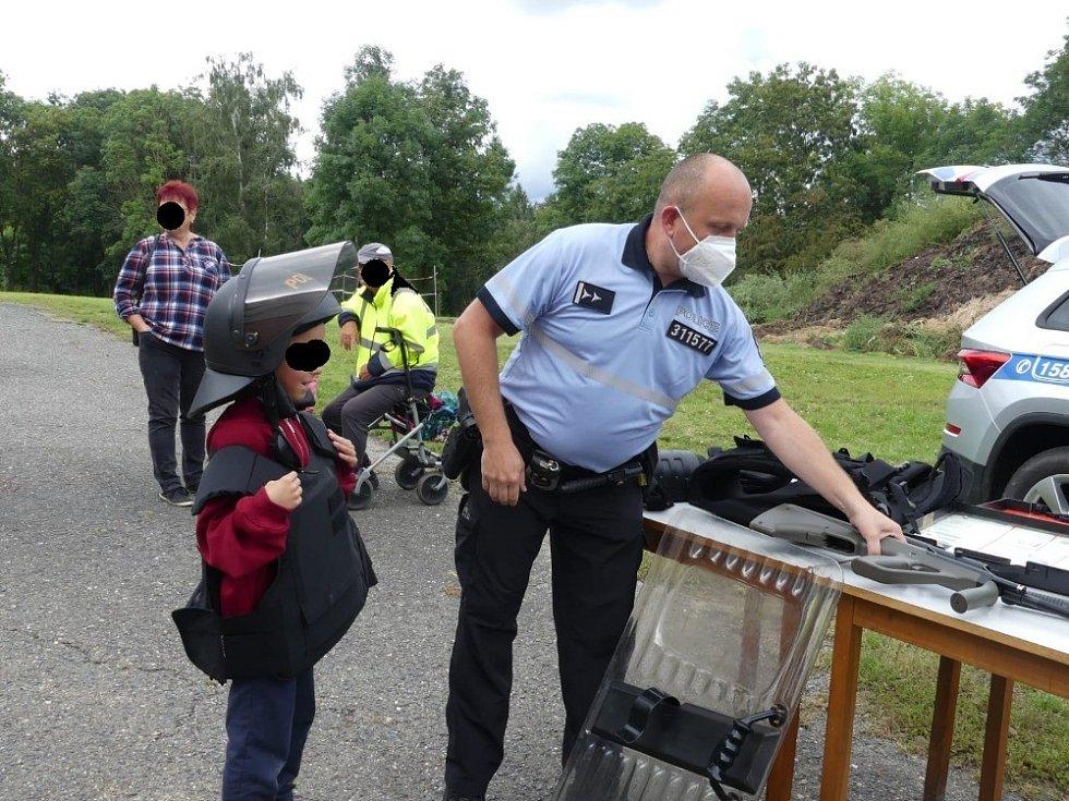 Závěru prázdnin si ve společnosti policistů užily děti v části Mladoboleslavska.