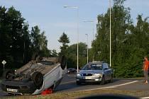 Osobní auto skončilo na střeše