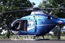 Pro chlapce přiletěl vrtulník, který přistál přímo na Jičínské ulici. Jen tak se jej podařilo dostat včas do Prahy na operaci.