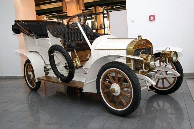 Unikátní vůz značky Laurin & Klement rozšířil muzejní sbírky.
