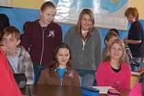 Žáci 5. základní školy při semináři o tvorbě novin.
