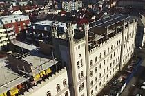 Firma TopDesign, která provádí přestavbu mladoboleslavských kasáren na Jičínské ulici na bytový dům, zdokumentovala před několika dny postup prací dronem. Na snímku je dobře vidět výstavba střešních mezonetových bytů.