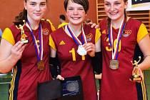 Barbora Chaloupková (uprostřed) získala už tři mládežnické mistrovské tituly