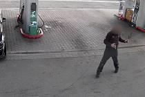 Policisté zakročili proti muži s granátem v ruce.