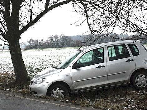 Nehoda se stala za Březnem ve směru na obec Domousnice.