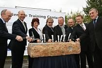 Položení kamene nového centra Škody Auto pro školení partnerů z celého světa, které vyroste v Kosmonosích.