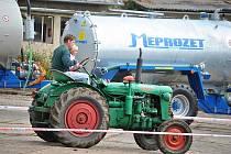Dostaveníčko traktorů v Kropáčově Vrutici na Mladoboleslavsku.