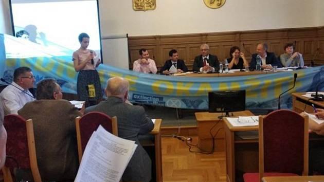 XRebelion na zasedání zastupitelstva v Mladé Boleslavi.