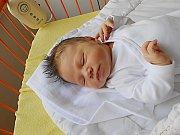 Emily Švandrlíková se narodila 16. července, vážila 4,09 kg a měřila 51 cm. Maminka Bára a tatínek Jaroslav si ji odvezou domů do Petkov.
