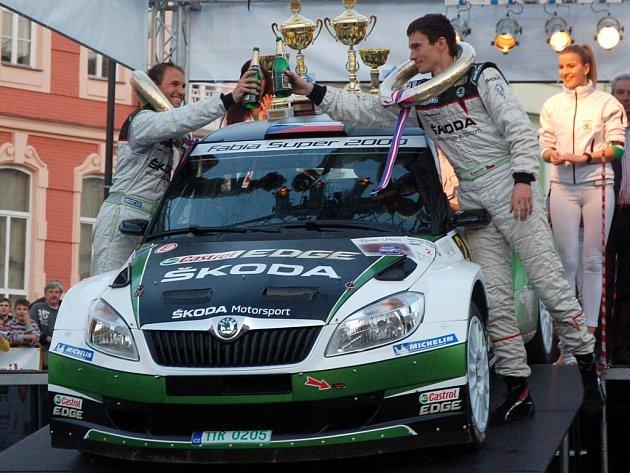 Bonver Valašská rally 2012 – cíl na náměstí ve Valašském Meziříčí – vítězná posádka Kopecký / Dresler.