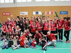Badmintonisté Benátek oslavili bronzové medaile se svými fanoušky.