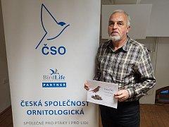 Ornitolog Pavel Kverek z Kněžmostu u Mladé Boleslavi obdržel významné ocenění od ornitologické společnosti.