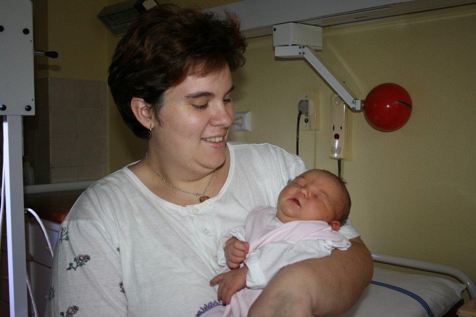 Lenka a Jan Pastorkovi z Týnce jsou od 31. ledna šťastnými rodiči malé Kačenky, na kterou doma čeká bratr Honzík.