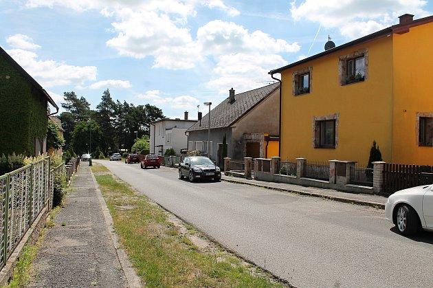 Lokalita Na Výsluní v Bělé pod Bezdězem. Na snímcích ulice, ve které se střílelo.