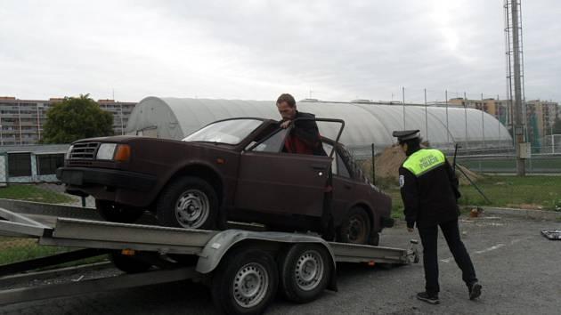 Dlouhodobě odstavené vozidlo bylo z ulice Havlíčkova odtaženo.