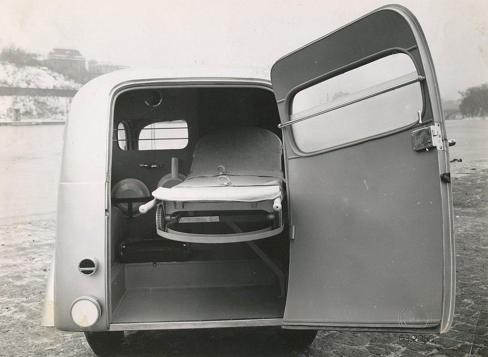Nemocniční sanitka z roku 1940