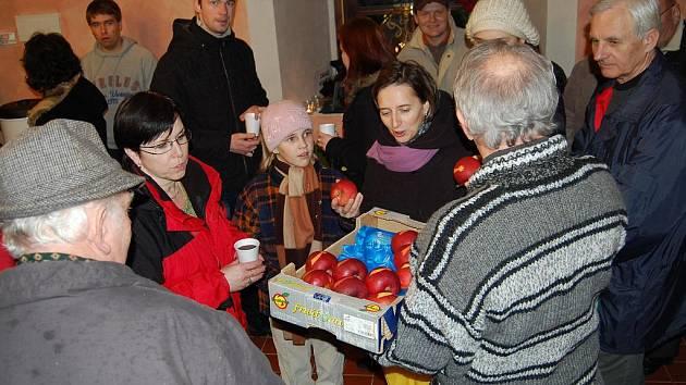 Vánoční troubení na zámku ve Vinařicích.