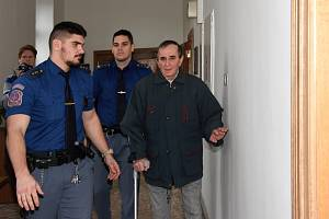 Obviněný jednasedmdesátiletý senior Jaromír Balda ve středu 9. ledna 2019 u Krajského soudu v Praze.