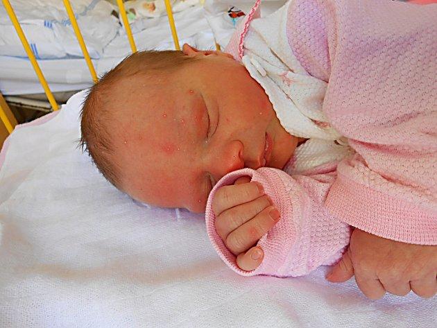 Klárka Oščiatková se narodila 12. března, vážila 2,87 kg a měřila 47 cm. Maminka Michala a tatínek Karel si ji odvezou domů do Debře.