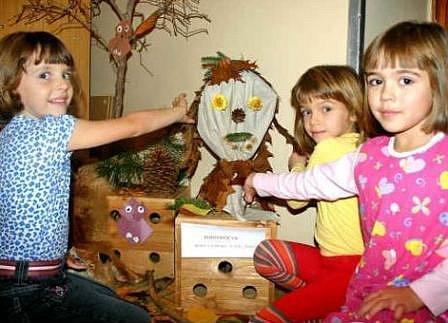 VÝSTAVA. Děti na výstavu vyráběly Podzimníčky.