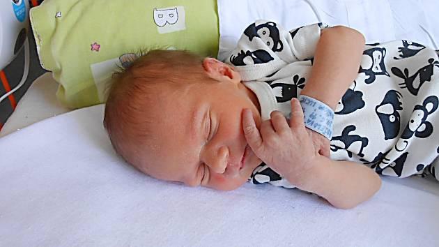 Nikola Kuželová se narodila 24. června, vážila 2,71 kg a měřila 47 cm. S maminkou Lucií a tatínkem Pavlem bude bydlet v obci Bezděz.