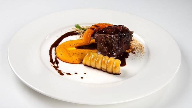 Jelení maso v podání šéfkuchaře Ondřeje Moliny.