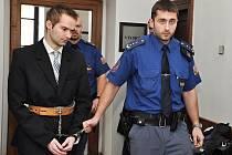 Na 15 let do věznice s ostrahou poslal v pondělí Krajský soud v Praze 22letého nezaměstnaného Marcela Hazdru z Předměřic nad Jizerou.