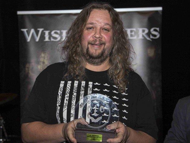 DISKŽOKEJ Jiří Štěpo Štěpánek se čtvrtým Boleslavským Otíkem, kterého získal v kategorii DJ.