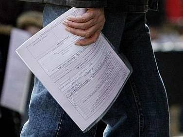 Daňoví poplatníci mají ještě pár dní k podání daňových přiznání
