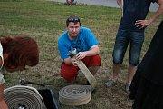 Tým Boleslavského deníku pilně trénuje na soutěž v požárním sportu.