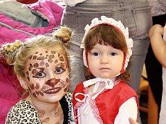 DESÍTKY zejména pohádkových  masek se o víkendu sešly na dětském maškarním v Březovicích. Zábava však nechyběla ani ve večerních hodinách. Děti v kulturním domě vystřídali jejich rodiče a oblíbená kapela Generace.