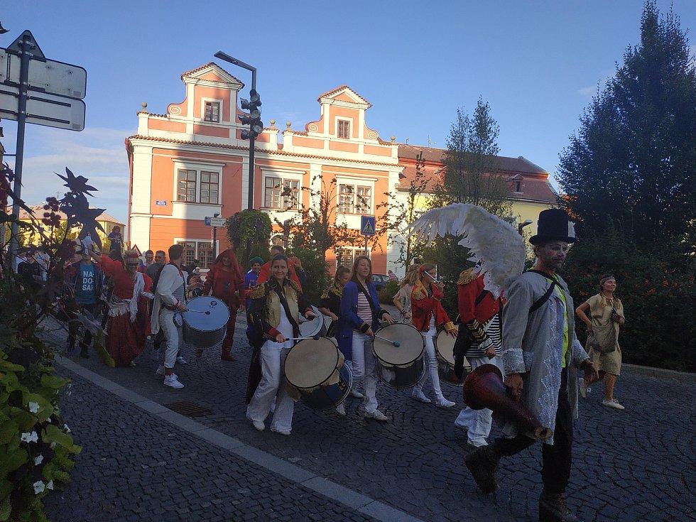 Ze zahájení třetího ročníku festivalu netradičních divadelních forem Nadosah v Mladé Boleslavi.