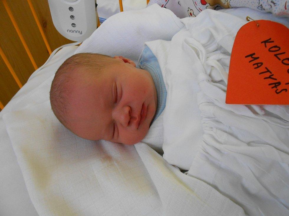 MATYÁŠ Koloc se narodil 2. ledna s mírami 3,40 kilogramů a 49 centimetrů. Doma v Obrubcích se na něho těší sestřičky Kačenka a Michalka.